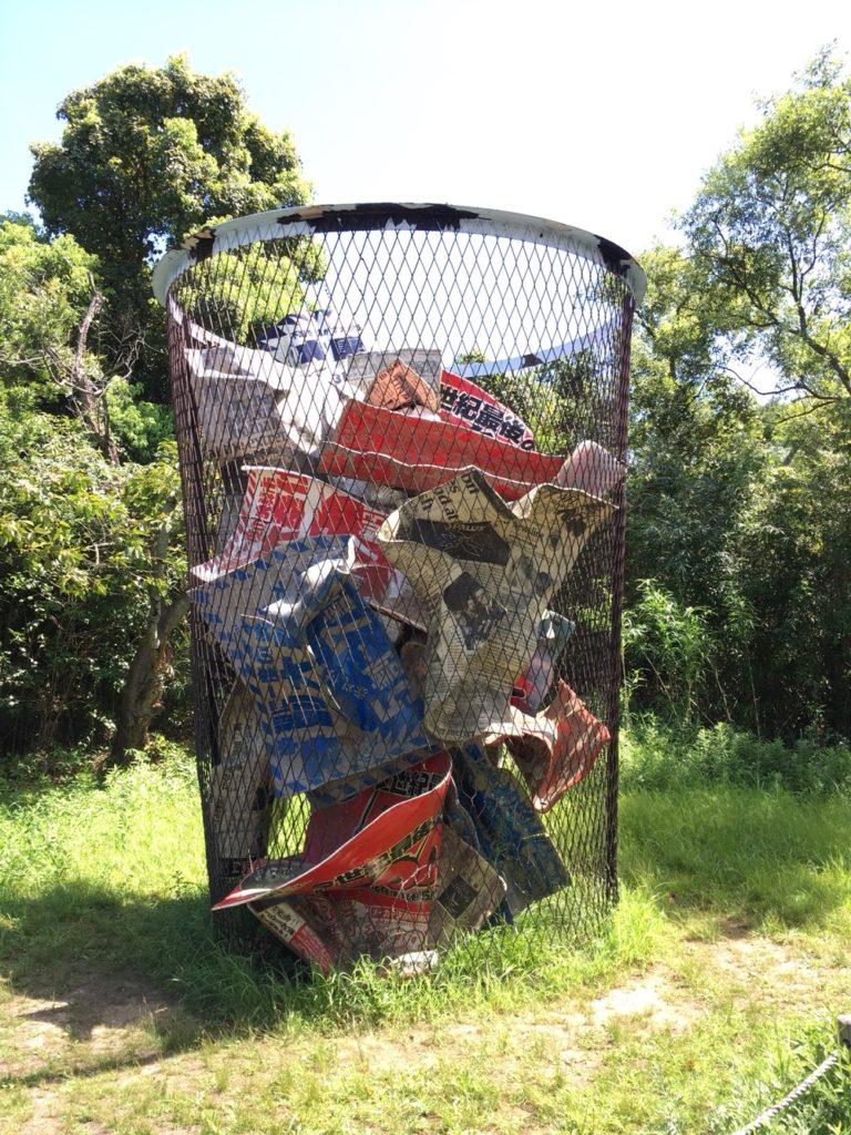 大きなゴミ箱写真