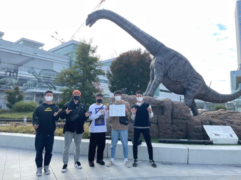 福井駅前の恐竜との写真