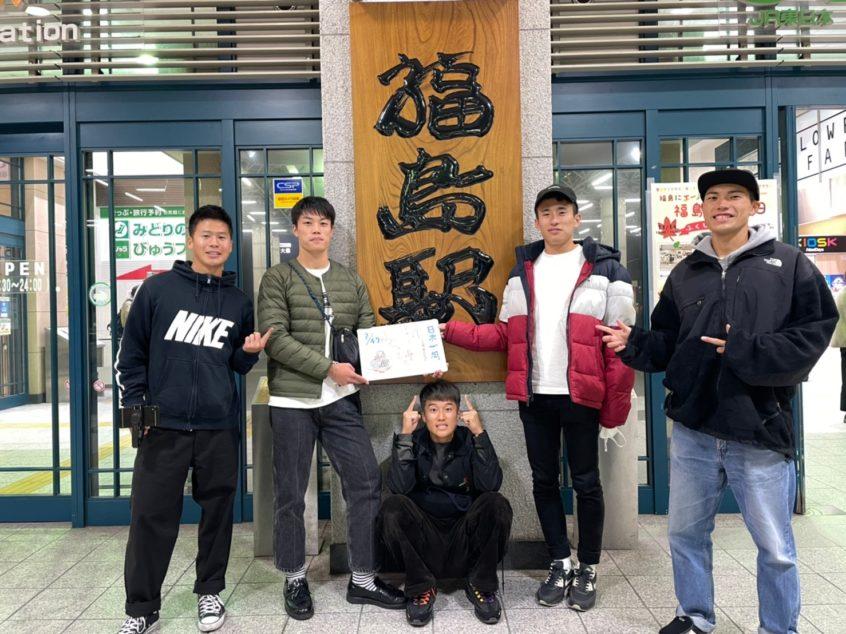 福島駅前での集合写真